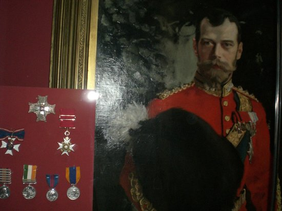 National War Museum of Scotland: Picture of a great soldier and medals
