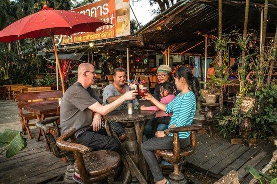 Hollanda Montri Guesthouse: Cool drink