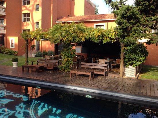 Barradas Parque Hotel & Spa: Piscina externa e pátio interno