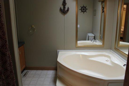 Island Club: Master Bath had a separate tub and shower