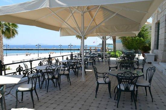 Poseidonion Grand Hotel : The breakfast veranda