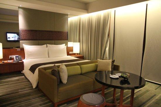 Hansar Bangkok Hotel : Huge studio suite!