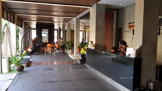 Amphawa Na Non Hotel & Spa : Hotel lobby