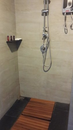 Amphawa Na Non Hotel & Spa: Room's bathroom