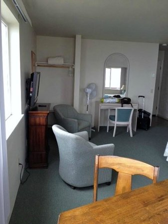 Bandon Beach Motel: room 206