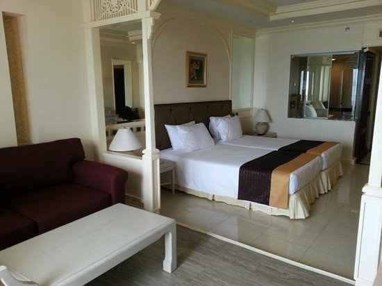 Royal Cliff Beach Hotel: bed