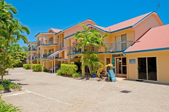 Beach Court Holiday Villas Cannonvale: Entrance