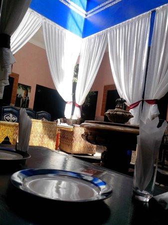 Hotel El Kennaria: rez de chaussé salon / chambres