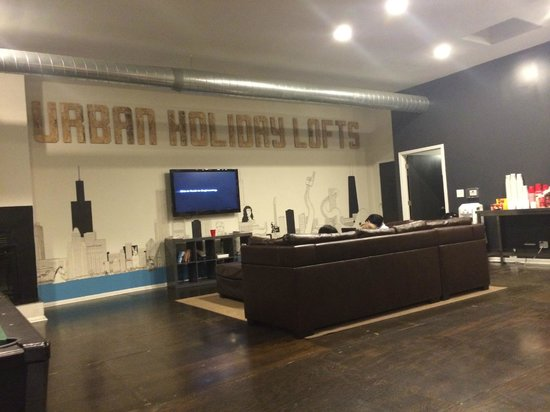 Urban Holiday Lofts: Sala de TV