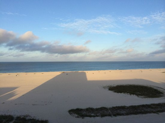 Bilmar Beach Resort: Sunrise shadows
