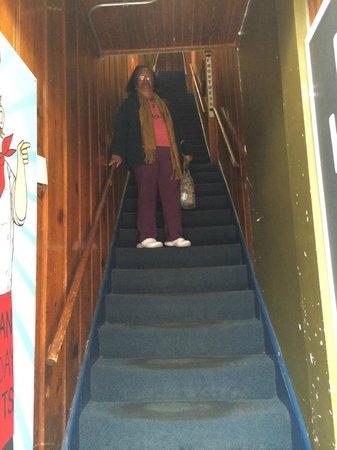 Urban Holiday Lofts: Escada de entrada e saída do hotel