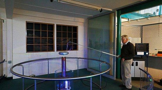 Faraday Centre : The incredible Tesla coil demo