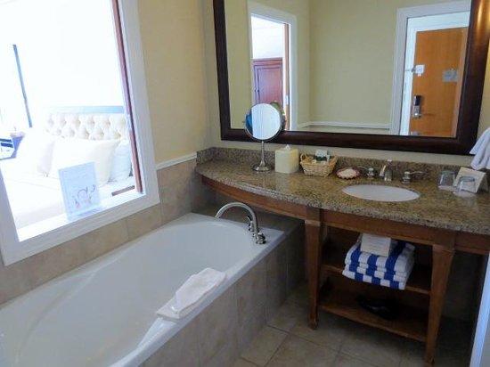 Poets Cove Resort & Spa: bathroom