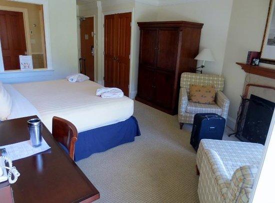 Poets Cove Resort & Spa: room