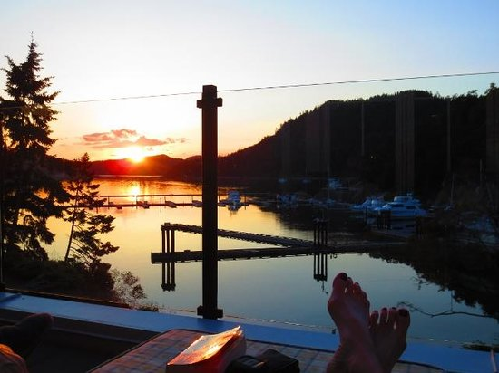 Poets Cove Resort & Spa : sunset from deck