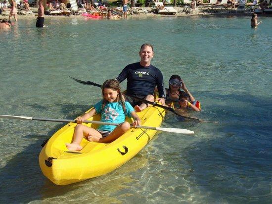 Grand Hyatt Kauai Resort & Spa : Kayaking in the salt water lagoon