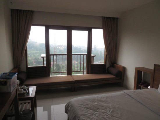 The Grand Hill Bistro Cafe & Resort-Hotel: Room with city view