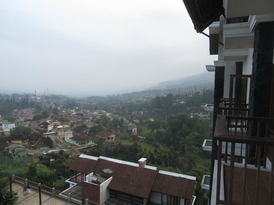 The Grand Hill Bistro Cafe & Resort-Hotel: City view