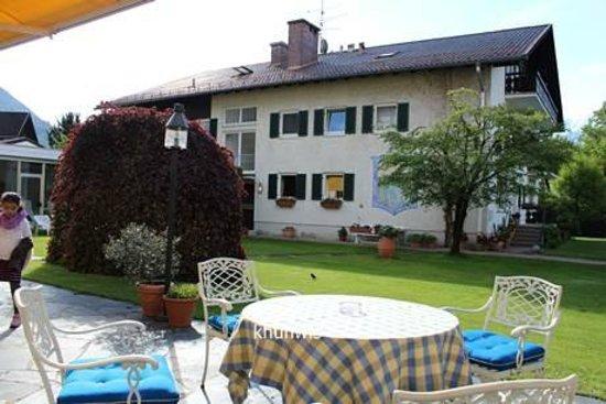 Wittelsbacher Hof Swiss Quality Hotel : lovely garden in the back of hotel