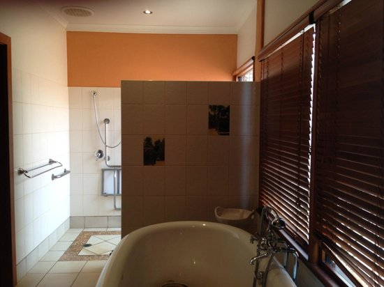 Bali Hai Resort & Spa : great bathroom