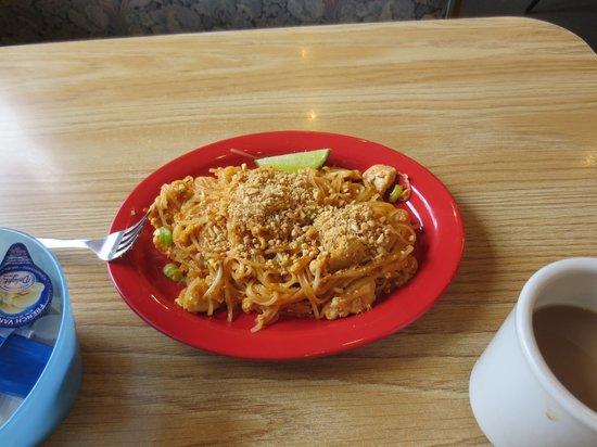 N & T's Restaurant: Chicken Pad Thai