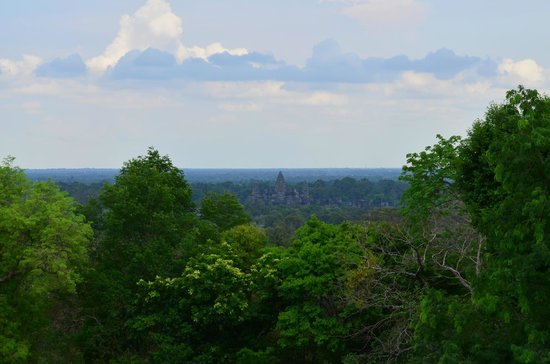 Phnom Bakheng: Vista do Angkor Wat