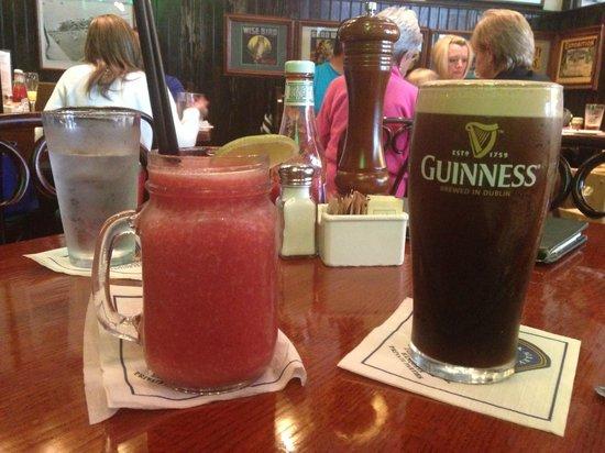 Brick Alley Pub : Slow Train to Mazatlan & Guinness