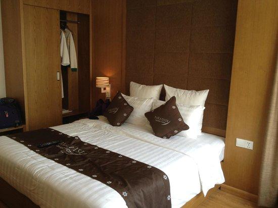 Paradise Saigon Boutique Hotel: kind size bed