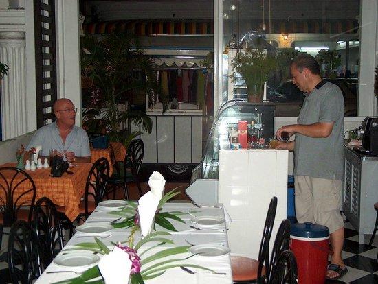 Baan Dok Mai: Restaurant