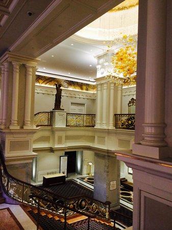 Lotte New York Palace: Холл на 2 этаже