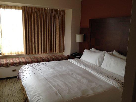Renaissance Seattle Hotel: cozy bed