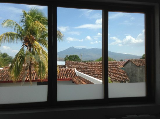 Los Patios Hotel: View of Volcan Mombacho from the bathroom