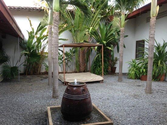 Los Patios Hotel: Daybed patio