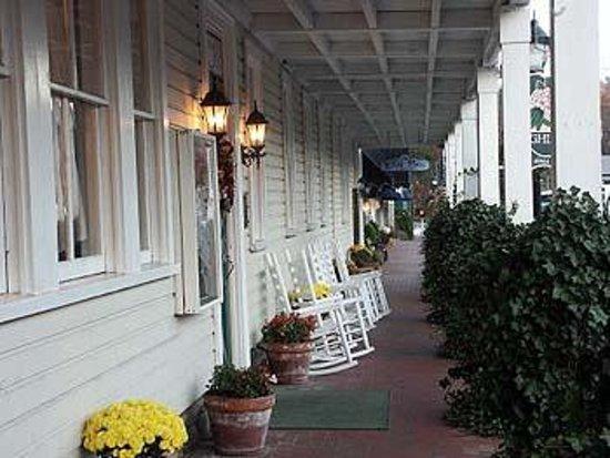 Highlands Inn: Sidewalk