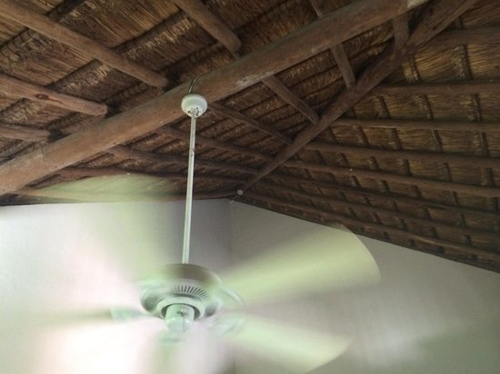 Allegro Cozumel: Thathed ceiling on 2nd floor rooms