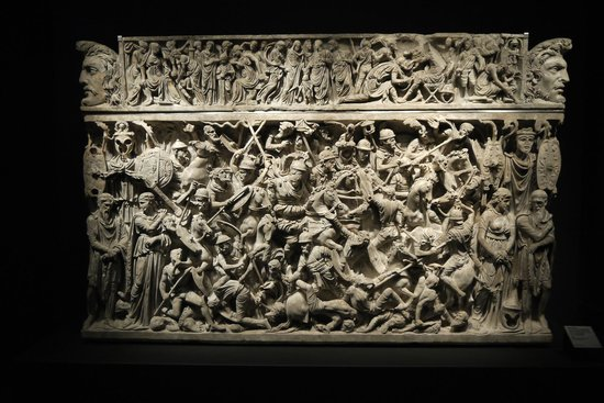 Museo Nazionale Romano - Palazzo Massimo alle Terme: An impressive carved sarcophagus