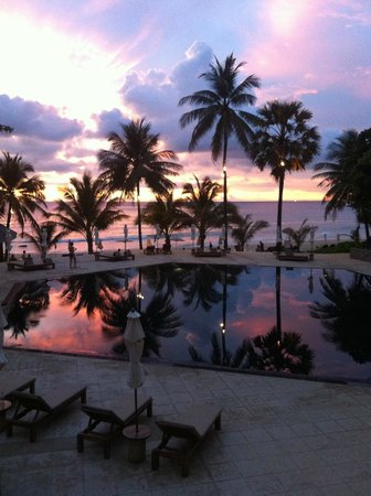 The Surin Phuket: Pool at sunset