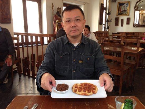 Maison Dandoy - Tea Room: Enjoying the waffle