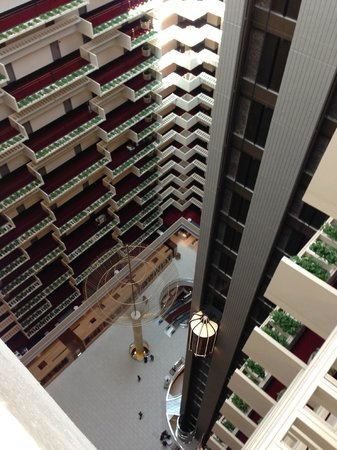 Hyatt Regency Atlanta: View from 22nd Floor looking down