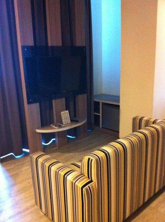 Oria Hotel : TV in Room