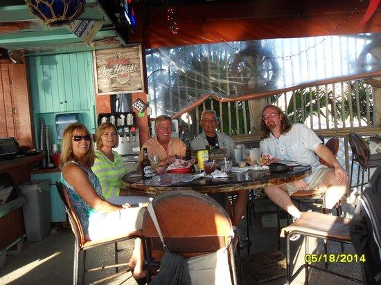 Palm Street Pier Restaurant and Bar: Friends gathering