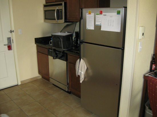 TownePlace Suites Tucson: Kitchenette