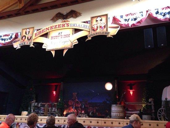 Ebenezer's Barn & Grill : Palco