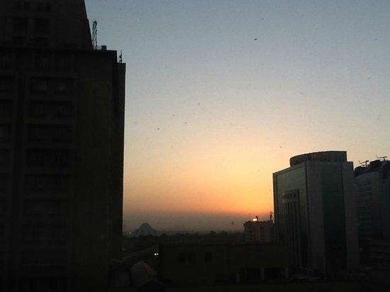 Eros Hotel: Sunrise with Lotus Temple