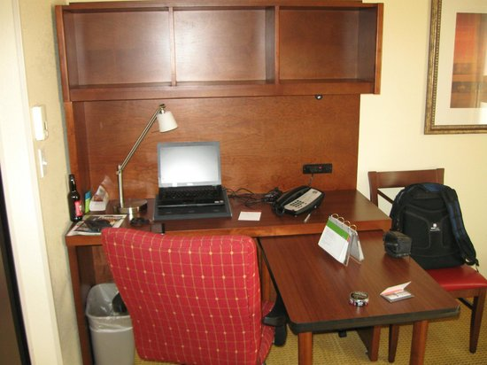 TownePlace Suites Tucson: Functional work desk