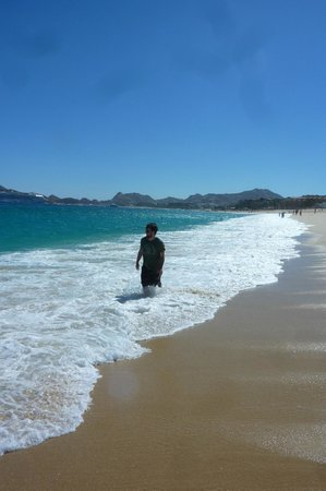 Hotel Riu Palace Cabo San Lucas: Being engulfed by the waves