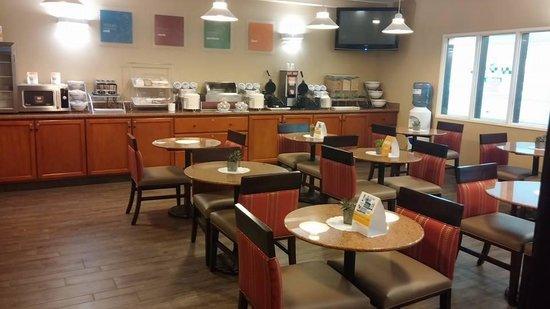 Comfort Suites Columbia River: Breakfast Room