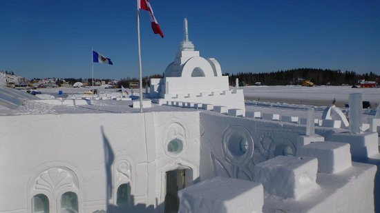 Quality Inn & Suites Yellowknife : Ice hotel on Great slave lake