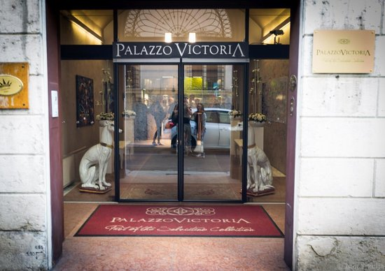 Palazzo Victoria: Entrance.