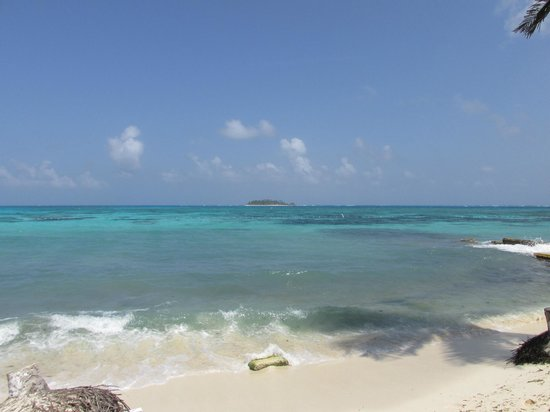 Decameron Isleno: playa hermosa